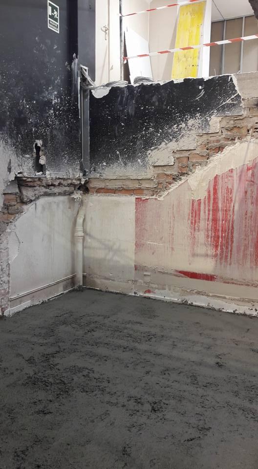 Apertura de hueco para una escalera de caracol sobre hormig n for Huecos de escaleras modernos